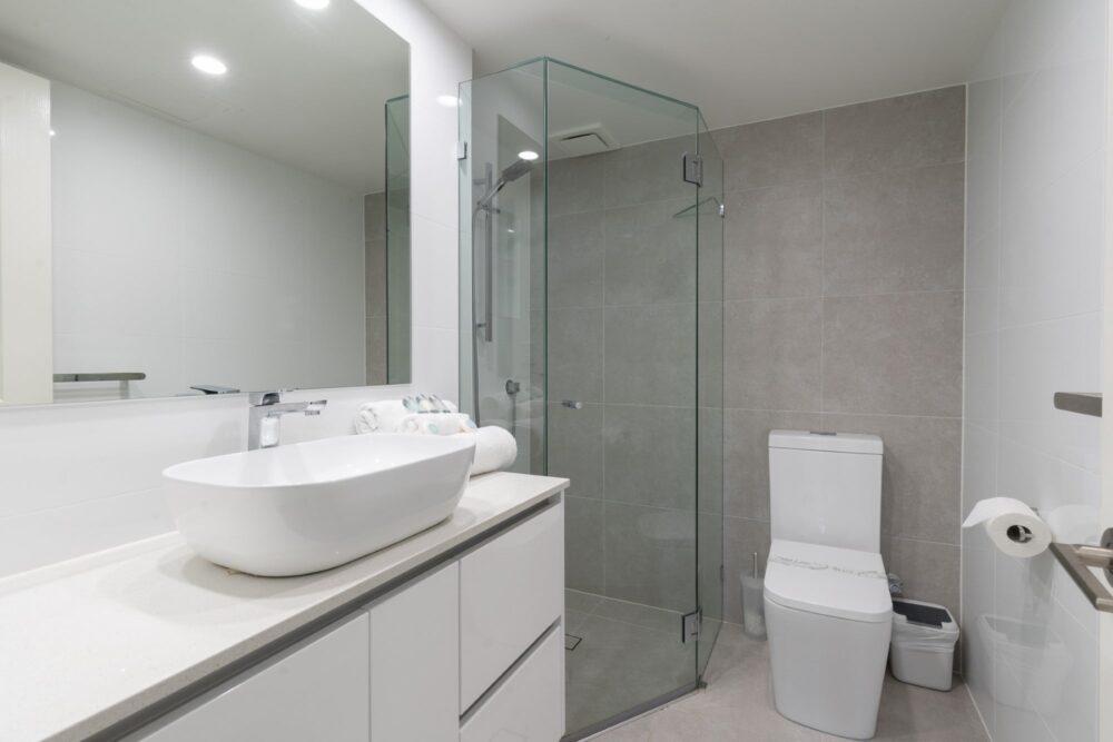 2 Bed Ocean Superior Bathroom