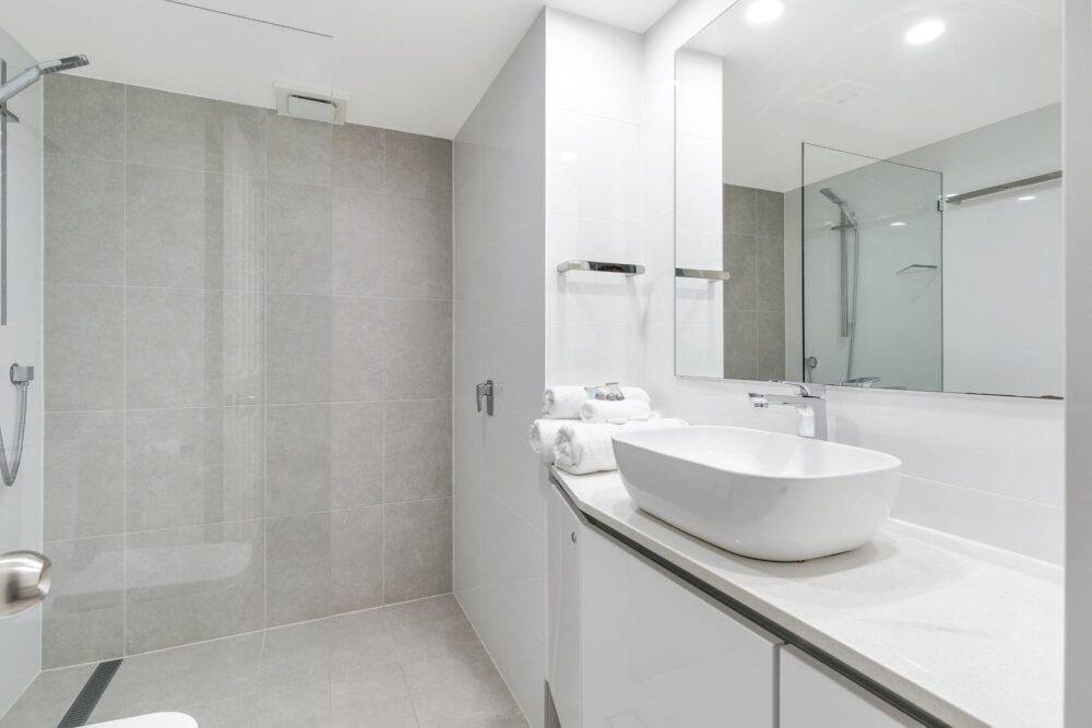 2 Bed Superior Bathroom 0203