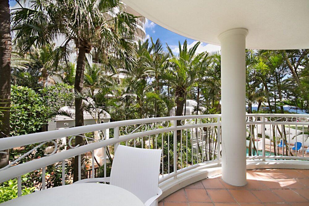 garden-poolside-views